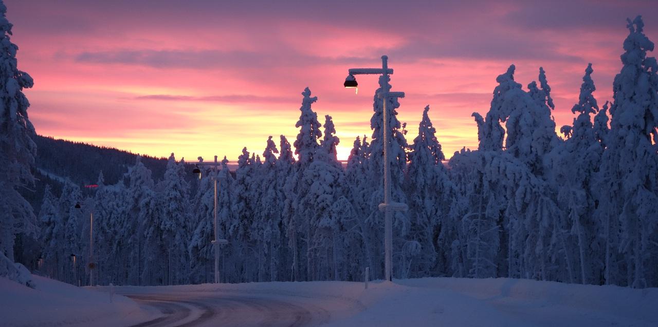 Rasarit de soare in Laponia