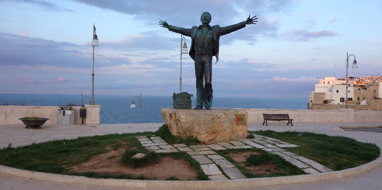 Domenico Modugno - Simbolul orasului Polignano a Mare