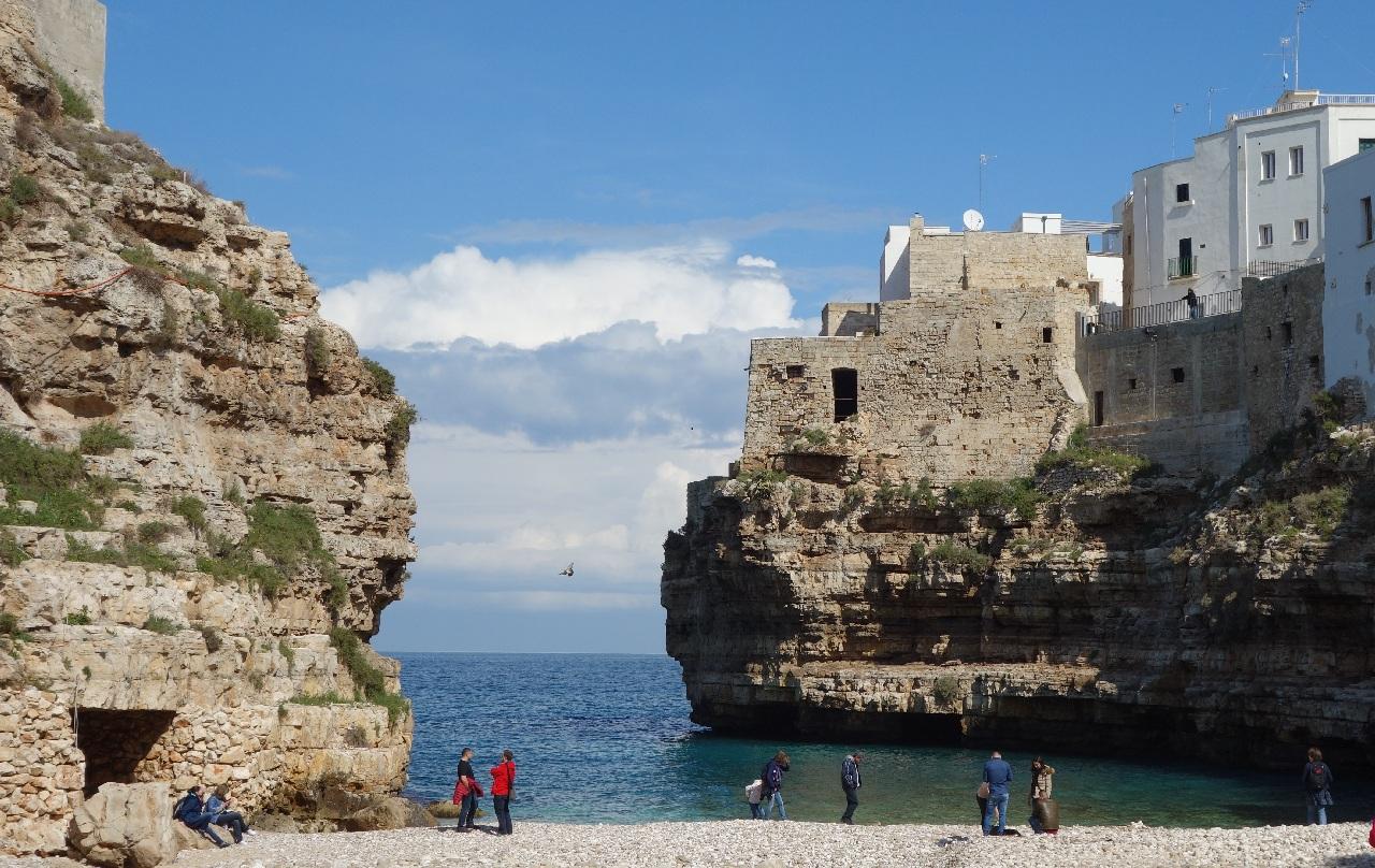 Turisti in Polignano a Mare