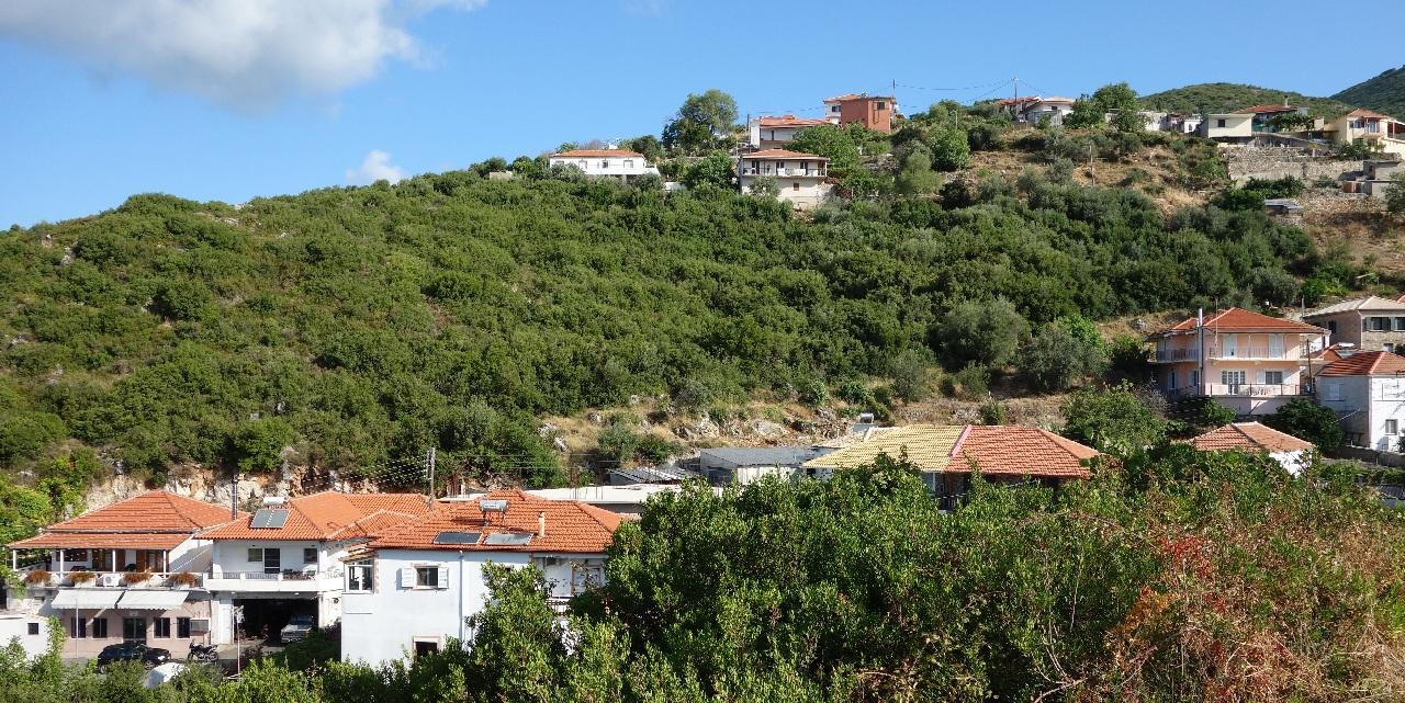 Satul Agia, cocotat pe-un colina