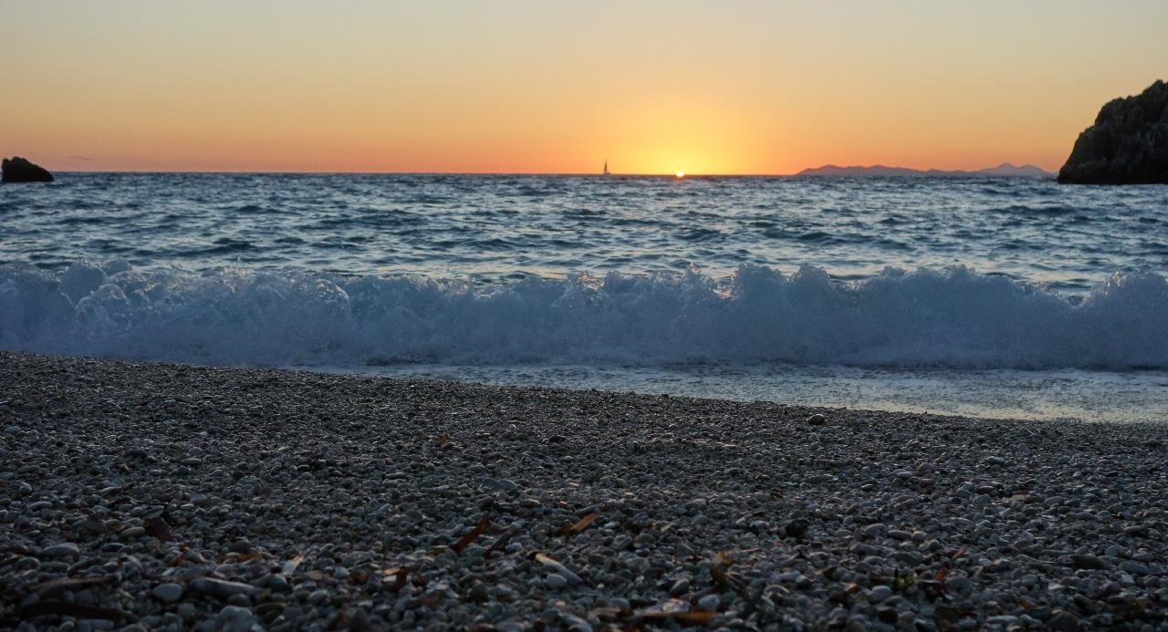 Apus de soare la Sarakiniko Beach
