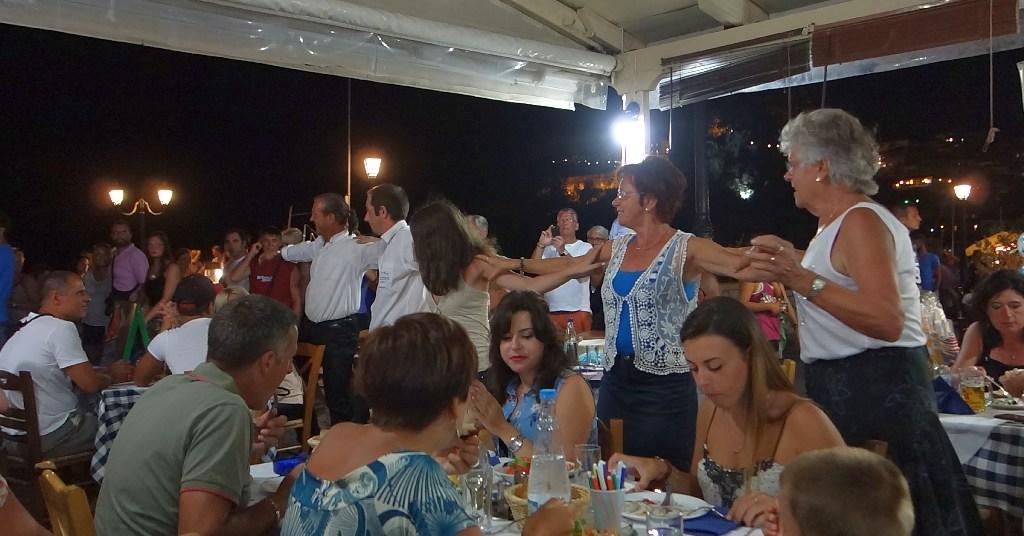 Seara greceasca la Taverna Bacchos