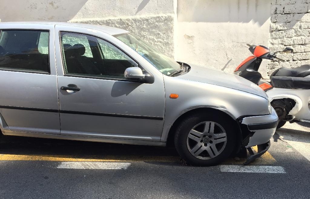 Una din masinile avariate, intalnita in Positano